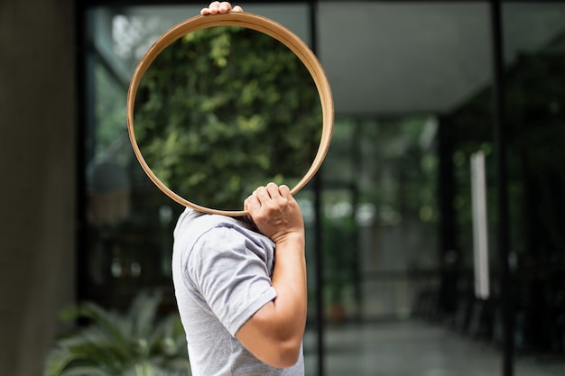 Man carrying mirrors for house decoration. Premium Photo