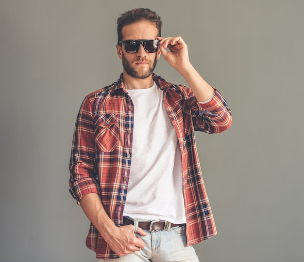 Man in casual clothes and sun glasses Premium Photo