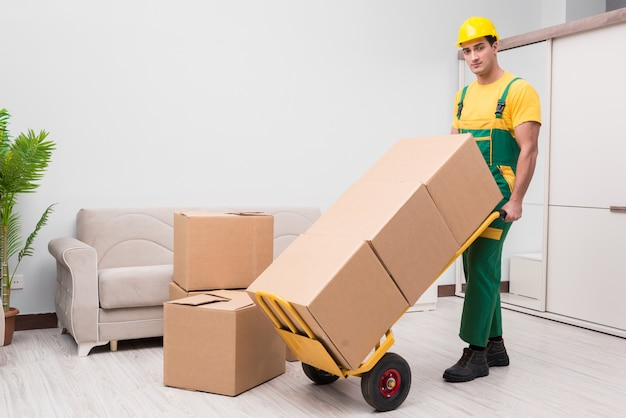 Man delivering boxes during house move Premium Photo