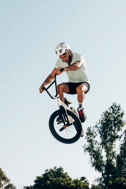 Man doing tricks in air Free Photo