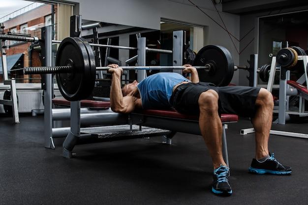 Man during bench press exercise Premium Photo