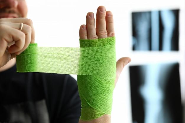 Man give himself first aid Premium Photo
