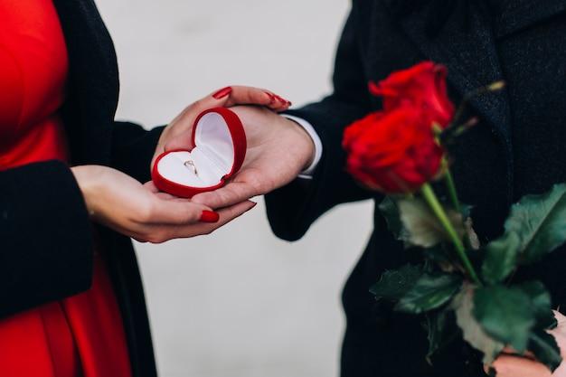 Αποτέλεσμα εικόνας για man giving jewels as present to a woman