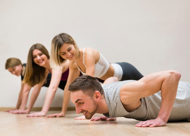 Man and group of women training togeter Free Photo