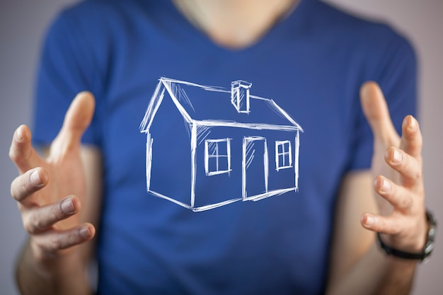 Модель дома руки человека в экране Premium Фотографии