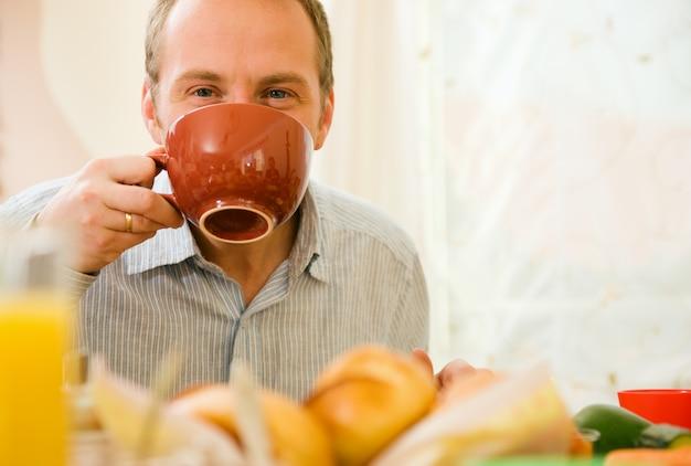 Man having breakfast Premium Photo