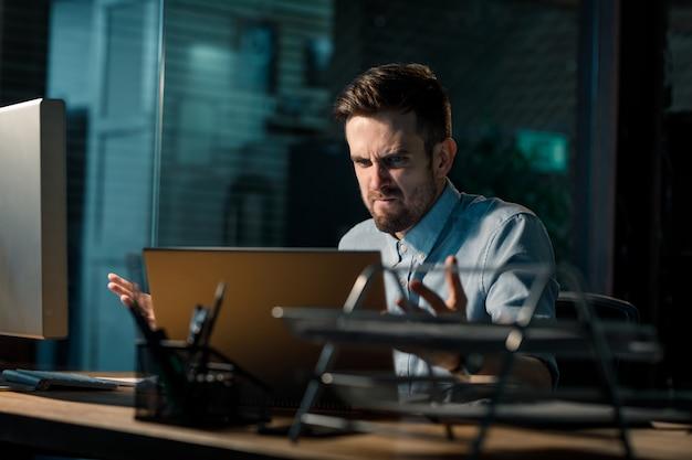 Man having problems with electronics Premium Photo