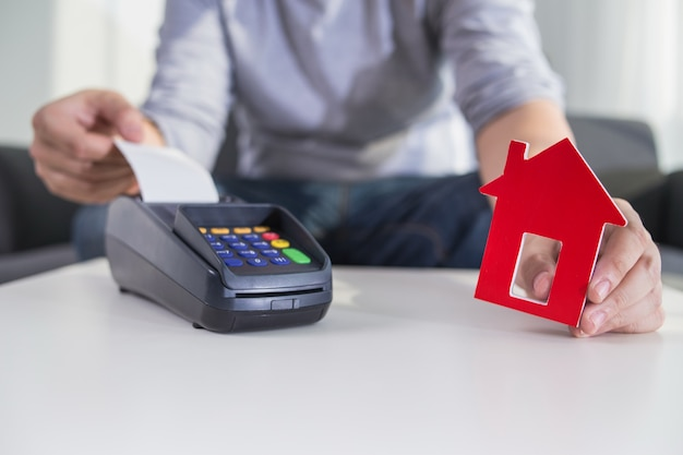 Man hold payment terminal for home Free Photo