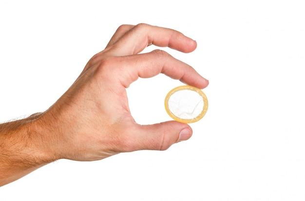 2本の指でコンドームを抱きかかえた Premium写真