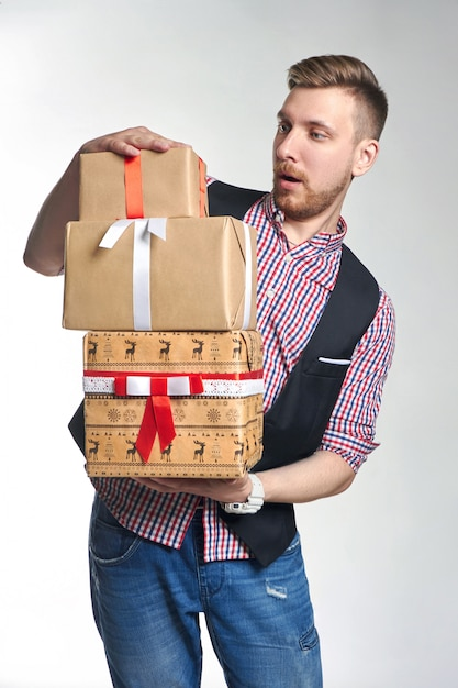 Man holding box with christmas gifts in hands. Premium Photo