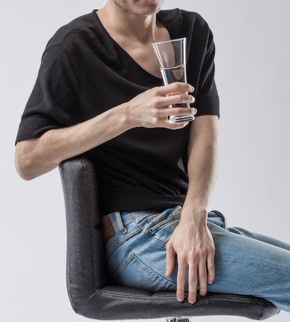 Man holding a glass of clean drinking water. Premium Photo