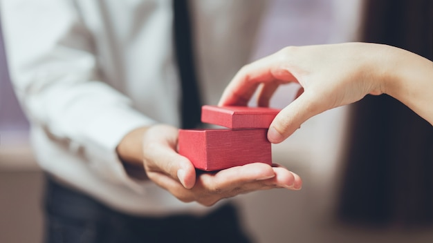 Man holding open the empty red gift box. Premium Photo