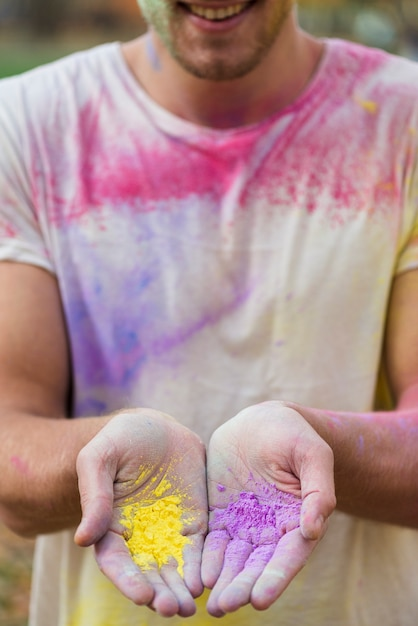Man holding powder paint in his hands at holi Free Photo