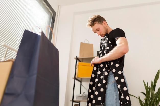 Camicia uomo con puntini Foto Gratuite