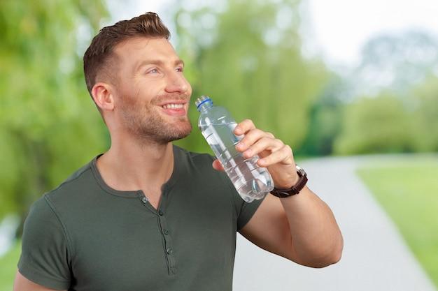 Man holding water bottle Premium Photo