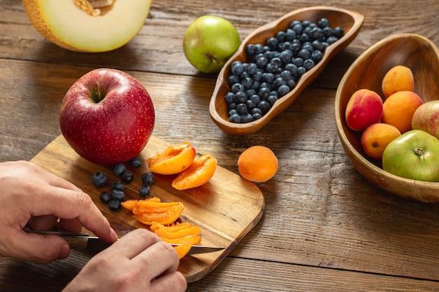 Man ñooking healthy food in kitchen. healthy lifestyle diet food concept Premium Photo
