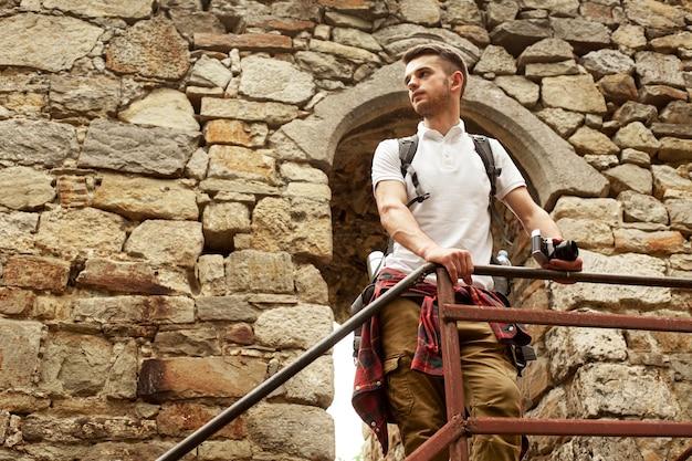 Человек на лестнице замка Бесплатные Фотографии