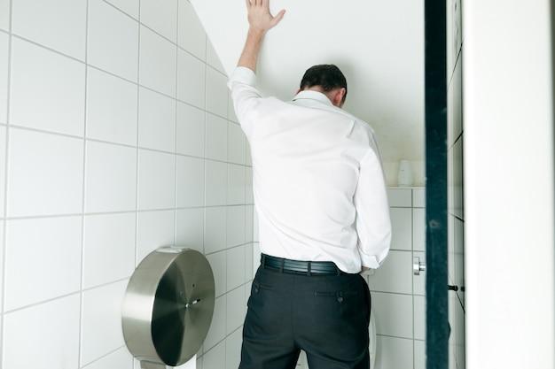 Man peeing in toilet Premium Photo