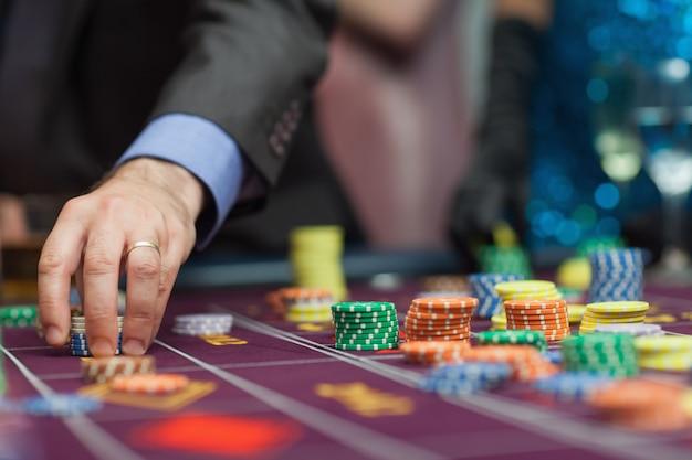 Man placing a bet Premium Photo