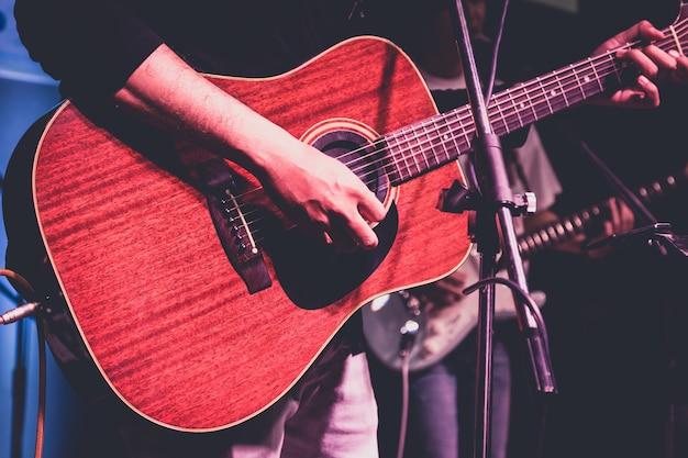 Man playing acoustic guitar Premium Photo