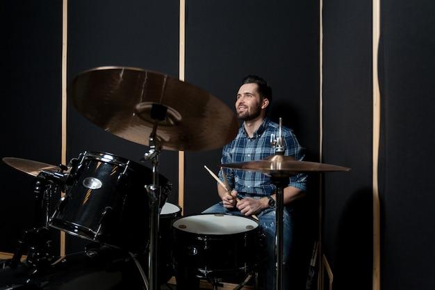 Man playing drumms Premium Photo
