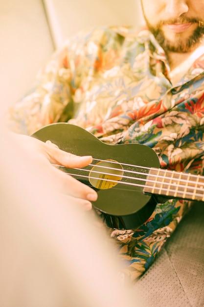 Man playing ukulele Free Photo