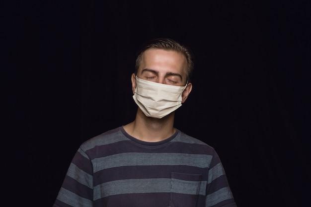 Uomo in maschera protettiva Foto Gratuite