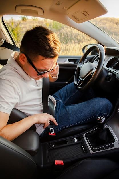 Man putting on the seat belt Free Photo