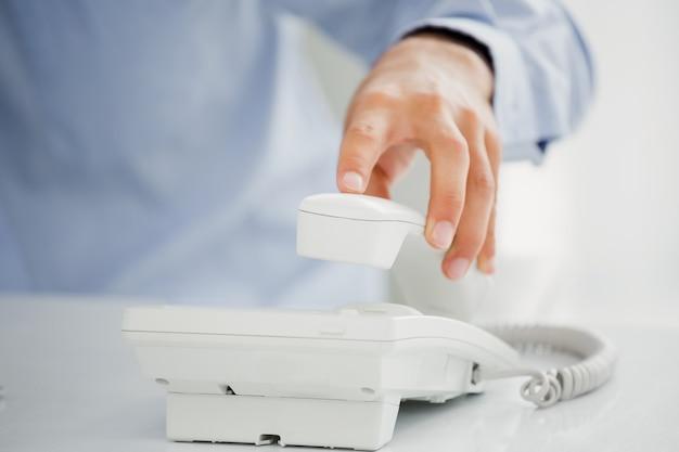 Man receiving a phone call Premium Photo