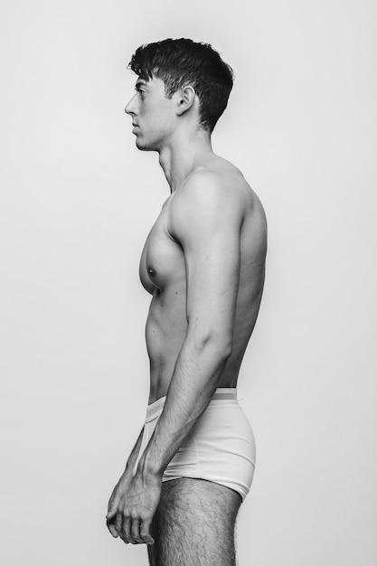 Тело человека в профиль на белом Premium Фотографии