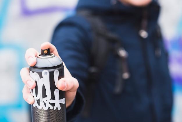 Рука человека с аэрозолем Бесплатные Фотографии