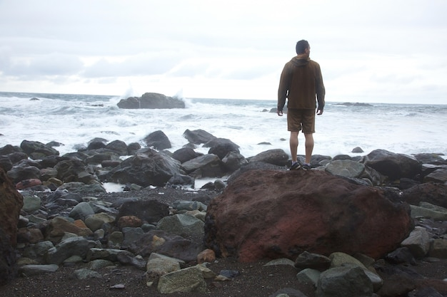Man in the seashore Free Photo