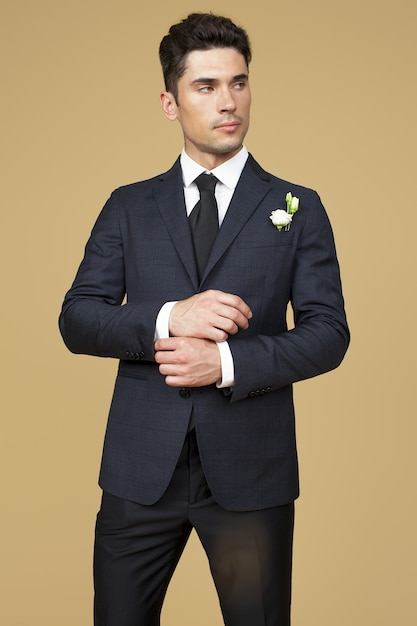 Man in suit Premium Photo