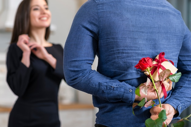 Man surprising his wife with a valentine's day gift close-up Free Photo