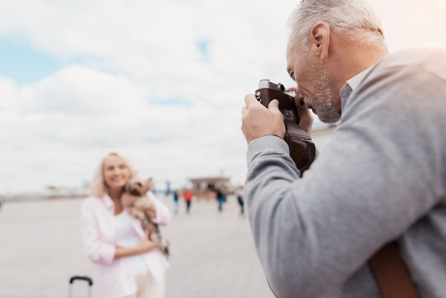 Man takes pictures with camera. couple love story. Premium Photo