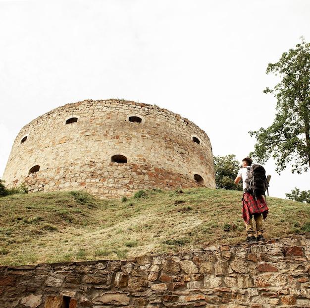 Человек фотографирует замок Бесплатные Фотографии