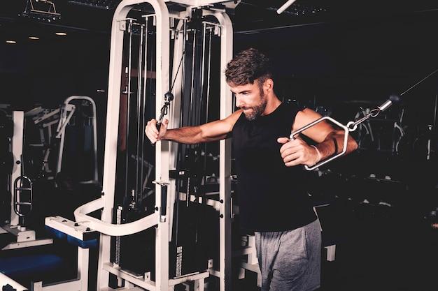 Man training in gym Free Photo