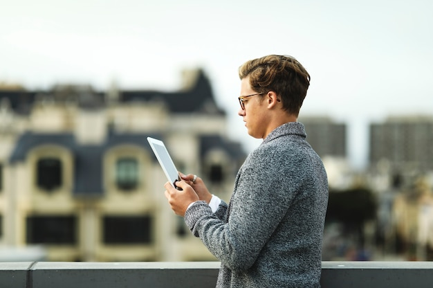 Man using a digital tablet at a rooftop in san francisco Free Photo