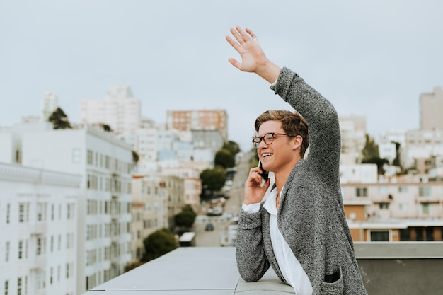 Man waving hello from a rooftop in san francisco Premium Photo