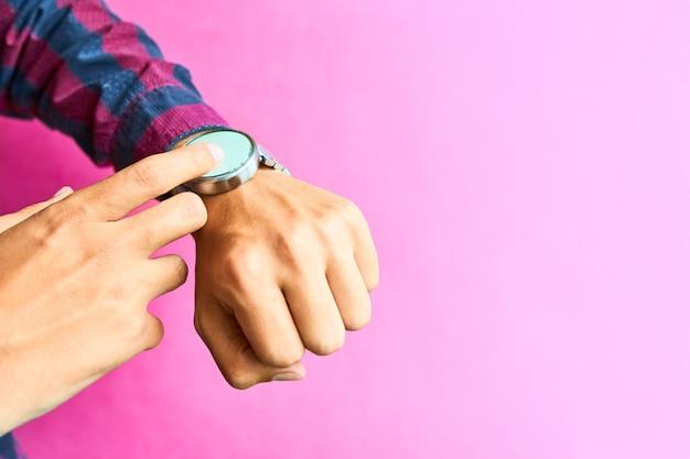 Man wear smart watch in everyday lifestyle Premium Photo