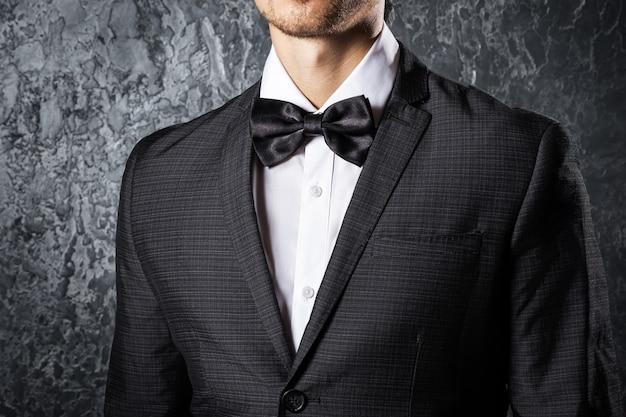 Man wearing bow tie Premium Photo