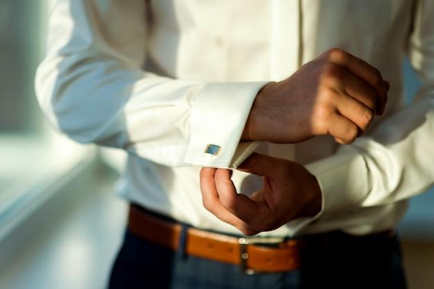 Man in white shirt and cufflink Premium Photo