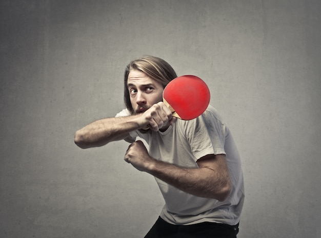 Man who protects himself with a racket Premium Photo