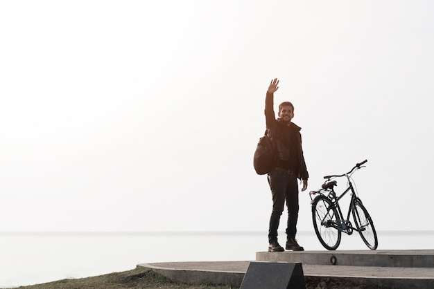 Man with bicycle on sea background Free Photo