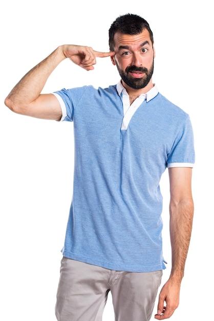 狂ったジェスチャーを作る青いシャツを持つ男 無料写真