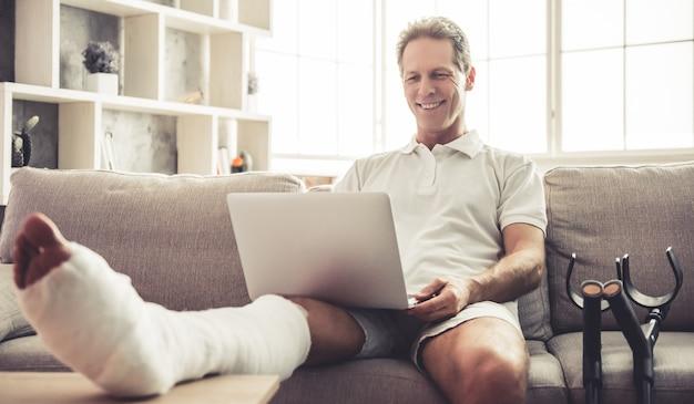 Man with broken leg Premium Photo