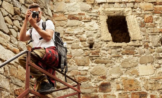 Человек с камерой на лестнице замка фотографировать Бесплатные Фотографии