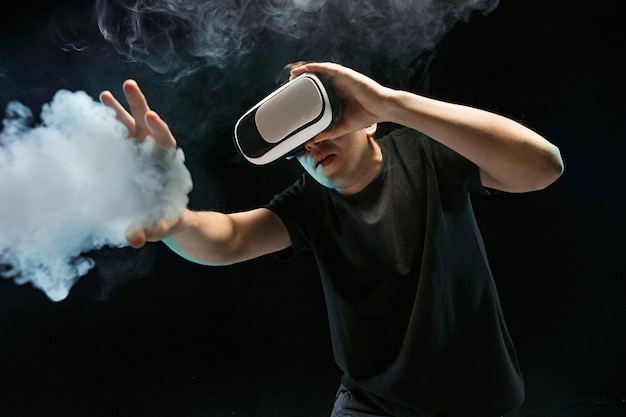 The man with glasses of virtual reality. future technology concept. Free Photo