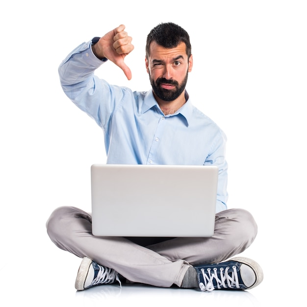 Man with laptop doing bad signal Free Photo