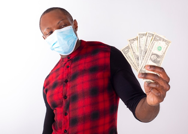 Man with mask by covid-19 showing banknotes Premium Photo